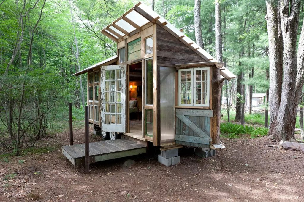 tiny house cabin photo