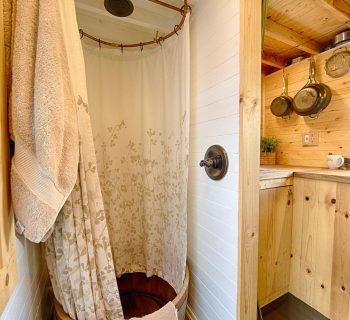 5 Excellent Tiny House Shower Ideas